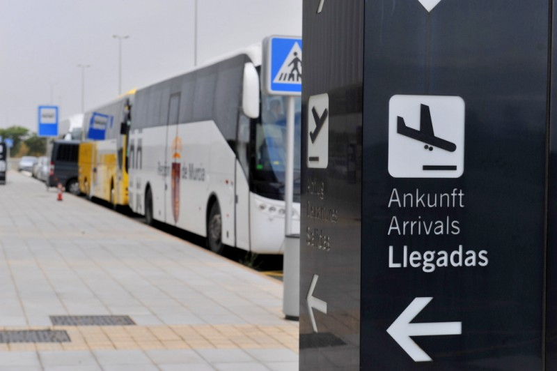 Bus routes and taxi information from Corvera airport