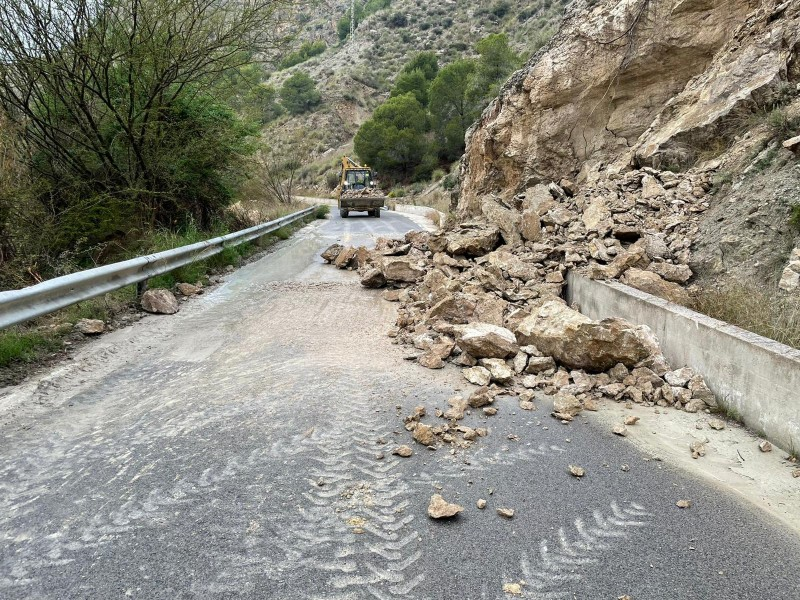 <span style='color:#780948'>ARCHIVED</span> -  Three roads in Murcia and Archena closed to traffic by rain and rock falls on Wednesday evening